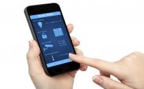 Akıllı telefonuna düşkün bir çocuk parmağını kesti
