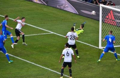Almanya Slovakya'yı ezdi geçti: 3 - 0
