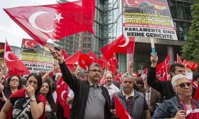 Almanya'daki Türklerden Soykırım iddialarına protesto!