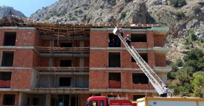 Antalya'da inşaat çöktü, işçiler enkaz altında kaldı