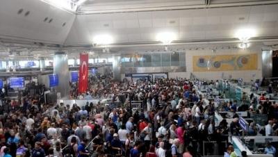 Atatürk Havalimanı pasaport kuyruğu
