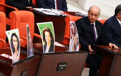 Bahçeli'nin HDP'li vekilleri bakışları dikkat çekti