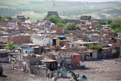 Bakan açıkladı: 'Sur mağdurlarına İstanbul'da ev verilebilir'