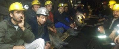 Grev yapan madenciler işten çıkarıldı