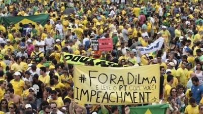 Başkanın azli protesto getirdi