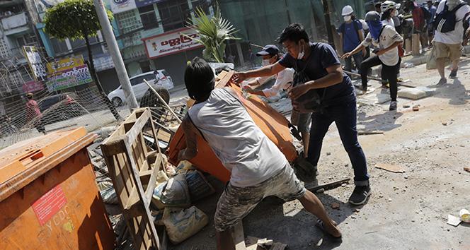 BM: 'Myanmar'daki protestolarda en az 18 kişi öldürüldü'