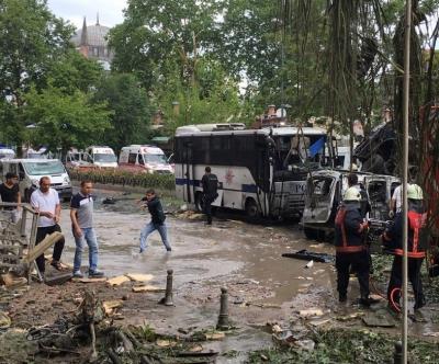 Büyükelçiler patlamaya Twitter üzerinden tepki gösterdi.