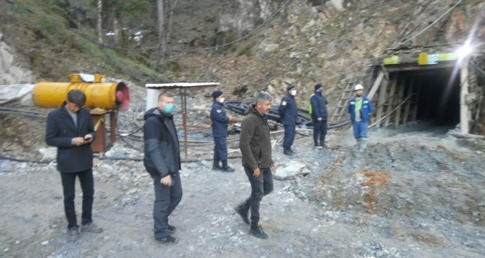 Çanakkale'de maden ocağı göçtü: Toprak altında kalan bir işçiye ulaşılmaya çalışılıyor