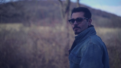 Cemil Kan ile ''Üç yanlış, tek doğru'' şarkısı müzik listelerine damgasını vuruyor