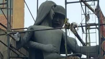 Cinsel taciz görüntüsü veriyor dediler heykeli değiştirdiler!
