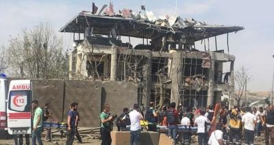 Diyarbakır'da patlama! 4 polis şehit oldu