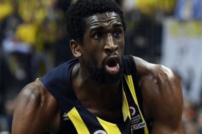 Ekpe Udoh Fenerbahçe'de kalıyor!