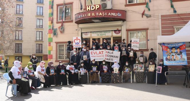 Evlat nöbetindeki ailelerden CHP'li Özel'in ziyaretine tepki