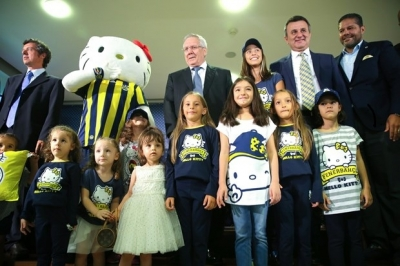 Fenerbahçe Hello Kitty'le imzaları attı
