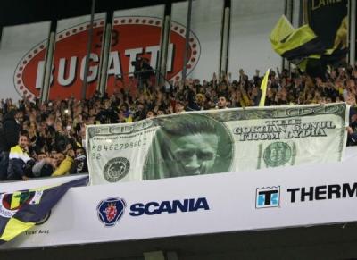 Golsüz derbide dolar dövizli Gökhan Gönül protestosu!
