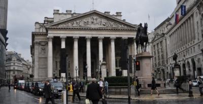 İngiltere Merkez Bankası faiz oranında indirime gitti