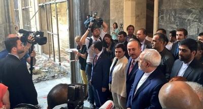 İran Dışişleri Bakanı Zarif, bombalanan TBMM'yi gezdi