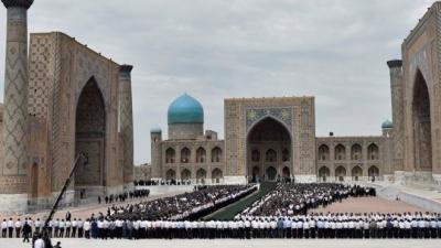 İslam Kerimov toprağa verildi!
