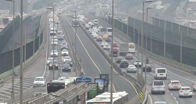 İstanbul'da kısıtlamasız ilk Cumartesi'de trafik yoğunluğu arttı