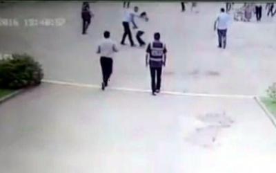 işten çıkarılan temizlik görevlisi kendini yaktı