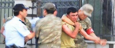 Jandarma Alayı'nda kavga çıktı: 10 asker yaralı