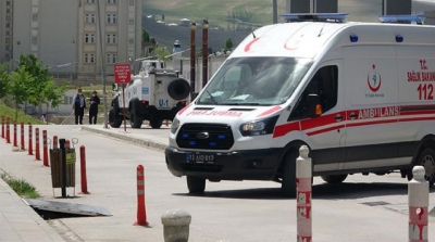 Kaza Geçirip Hastaneye Kaldırılan Genç 6 Kişiyi Dövdü