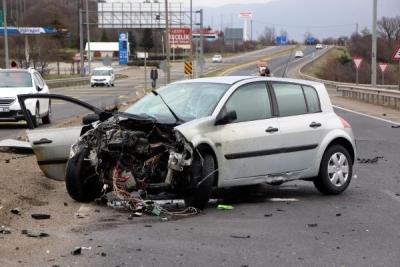 Kaza Yapan Araçtan Fırlayıp Hayatını Kaybetti