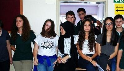 Lise öğrencilerinden İmam Hatip karşıtı barikat!