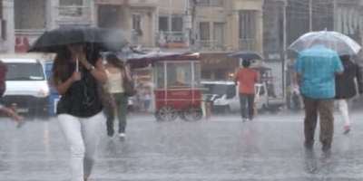 İstanbul'da şiddetli yağış nedeniyle evleri su bastı
