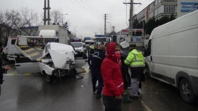 Minibüs İle Otomobil Kafa Kafaya Çarpıştı, Yol Ortasında Can Pazarı Yaşandı