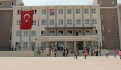Ortaokul İmam Hatip'e dönüştürüldü, öğrenciler açıkta kaldı