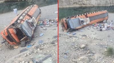 Pakistan'da Otobüs Devrildi: 19 Kişi Hayatını Kaybetti