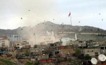 PKK'lı keskin nişancıların evleri başlarına yıkıldı