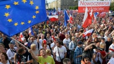 Polonya'da demokrasi yürüyüşü