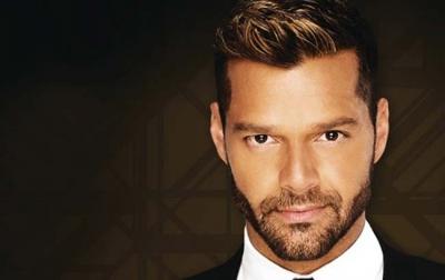 Ricky Martin'i öpmek için 90 bin dolar verdi
