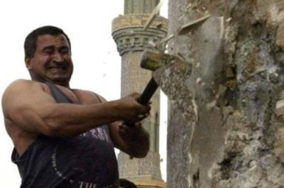 Saddam'ın heykelini yıkan Irak'lı: 'Şimdi 100 saddam var'