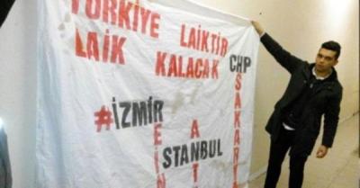 Sakarya'da 'Türkiye laiktir, laik kalacak' pankartı açan gençlere gözaltı