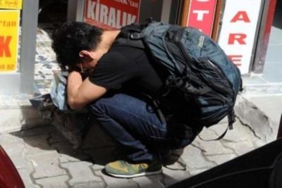 Saldırıya uğrayan plakçı dükkanını ağlayarak boşalttı