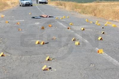 Şanlıurfa'da otomobil çapraz ateşe tutuldu: 1 ölü, 4 yaralı