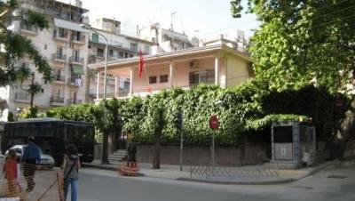 Selanik'te Türk elçiliğine saldırdılar