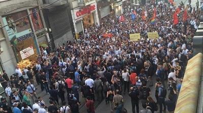 Taksim'de yıldönümü bekleyişi