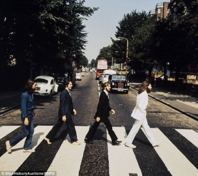 The Beatles belgesel oluyor