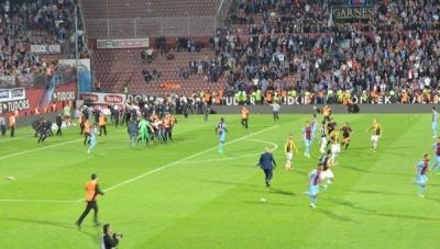 Trabzonspor Fenerbahçe maçı yarıda kaldı.