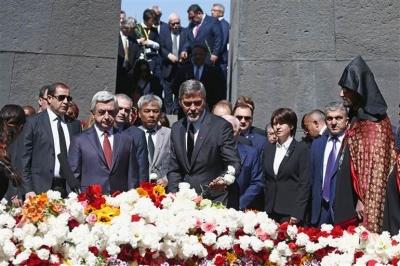 Türk ve Azeri bayraklarını yaktılar