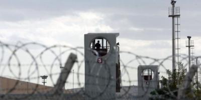 Tutuklu askeri öğrencilerin aileleri cezaevinin önünden ayrılmıyor