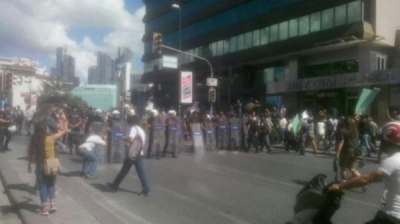 Vedat Türkali'nin cenaze töreninde polisle arbede yaşandı