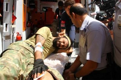 Yaralı ÖSO askerleri Türkiye'ye getirildi