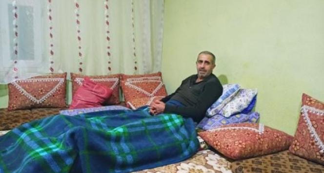 Yatağa mahkum olan vatandaş dışarıya çıkabilmek için akülü sandalye istiyor