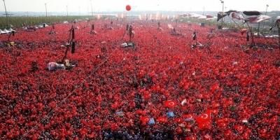 Yenikapı'da üç partinin katılımıyla demokrasi şöleni!