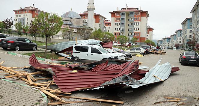 Yozgat'a çatılar uçtu
